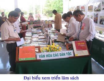 Triển lãm sách, hình ảnh chào mừng Đại hội Đại biểu các dân tộc thiểu số Việt Nam thành phố Cần Thơ lần I năm 2010